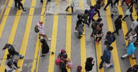 people cross road - people respond as per their map