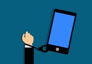 - 3 Psych Tricks that keep you Addicted to Phone